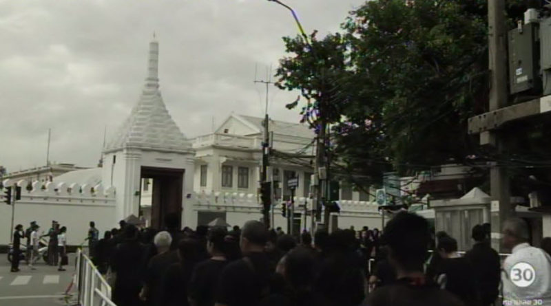 thai-mourners-october-2016