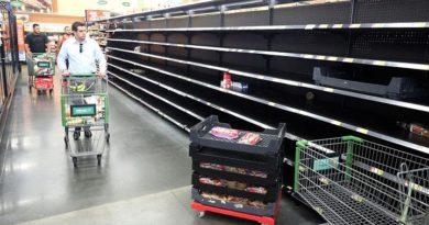 empty-supermarket-shelves-in-us