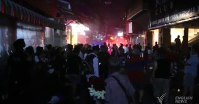 tourists-who-fled-club-fire-mill-around-pattaya-walking-street