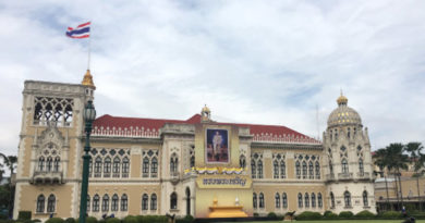 hm-the-kings-image-at-thai-khu-fah-building-in-government-house