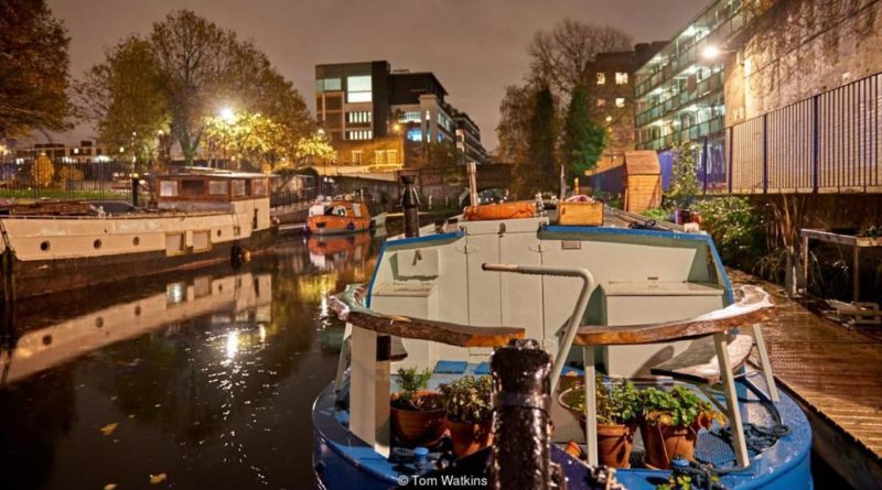houseboat-moored-in-london