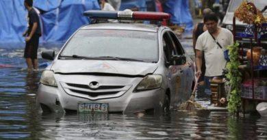 philippines-hit-by-typhoon-nock-ten-2