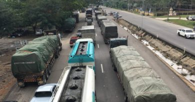 traffic-jam-in-flood-hit-thai-province