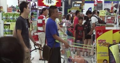 Thai shopping in a supermarket