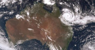 Cyclone Debbie heads for Queensland