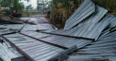 Storm lifts and blows away metal roofs in Surin