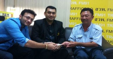 Thai taxi driver returns money to Indian couple, gets reward