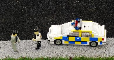 Cops and robbers in Lego