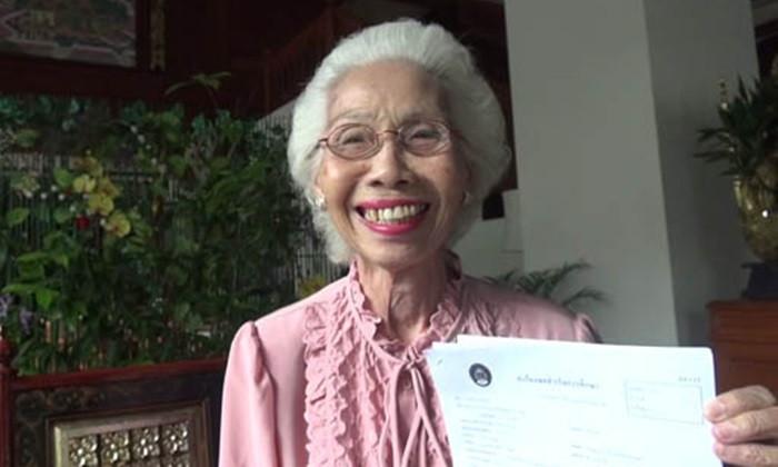 Thai grandma gets her bachelor's degree