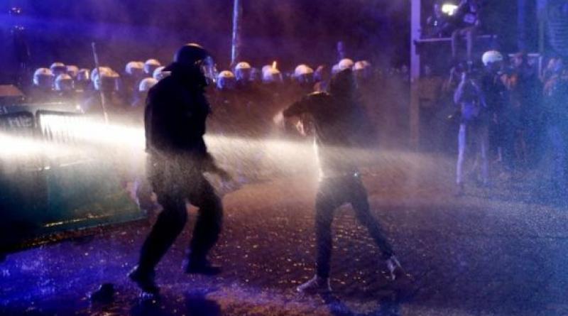 Hamburg clash police and protesters