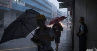 Second storm lashes Hong Kong