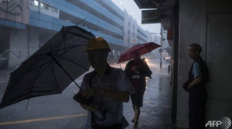 Second storm lashes Hong Kong
