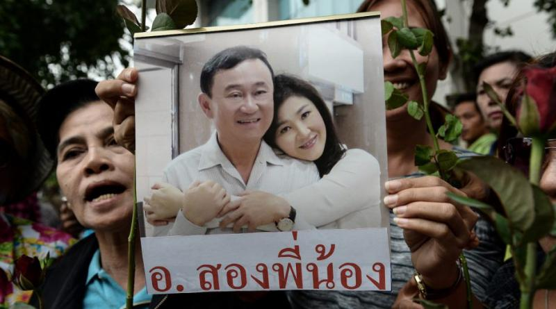 Thaksin with Yingluck,resized