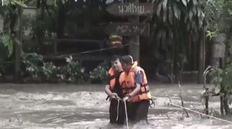 Tourist family rescued from Chiang Mai flood island