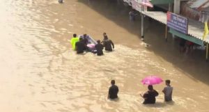 Petchaburi floods people,new