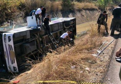 12 injured as Korean tour coach flips over in Chiang Mai