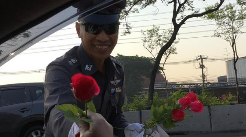 Thai policeman gives out Valentine's Day roses
