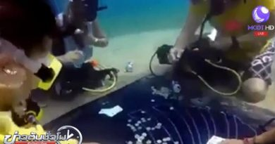 Divers gambling on the seabed