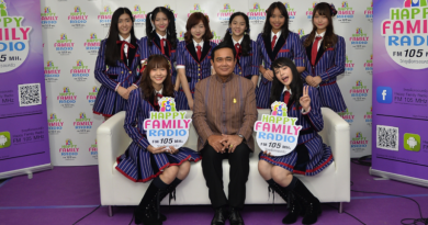 PM Prayut meets pop idol group