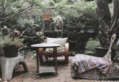Green, vintage café in Lad Phrao area