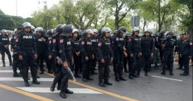 Police unit in front of Thammasat