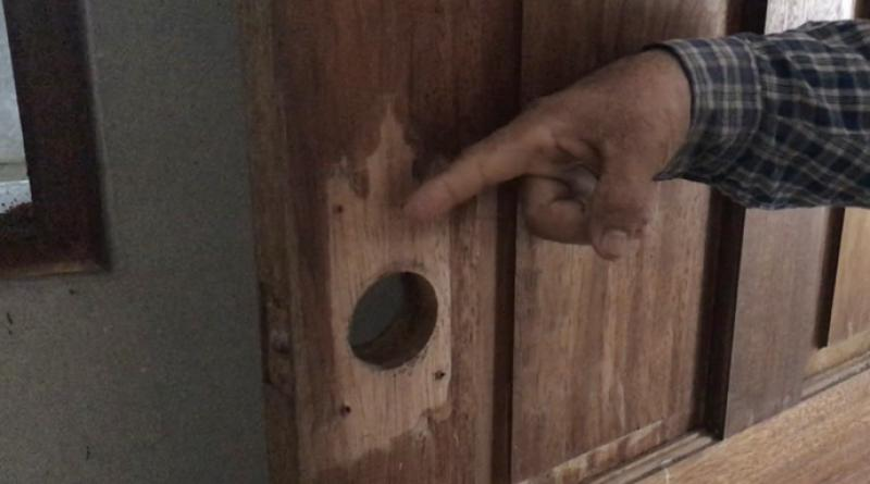 Thieves steal door knobs wires, hinges bolts