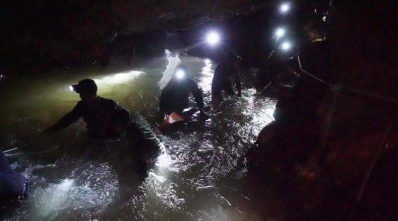 Thai Seals go iinto cave