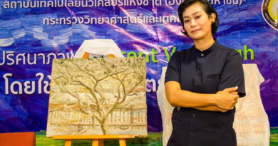 Thai woman has a Vincent Van Gogh painting