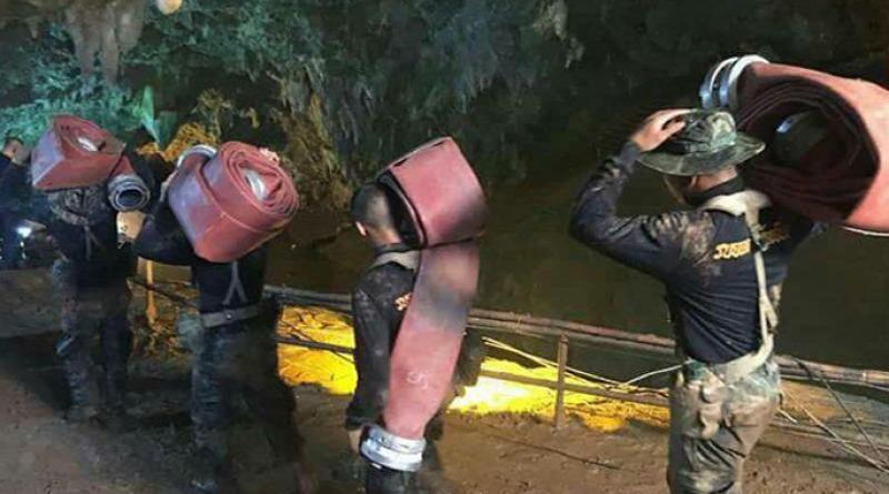 Rescuers at Tham Luang cave