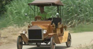 furniture maker build vintage wooden car
