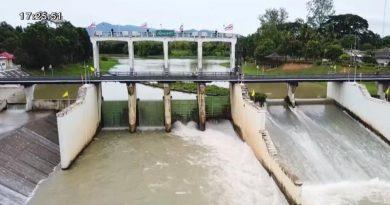 Kaeng Krachan dam overflows