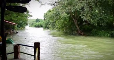 Petchaburi river overflows banks