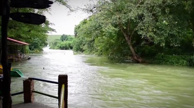 Petchaburi river overflows banks