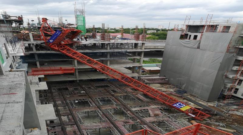 construction crane collapses