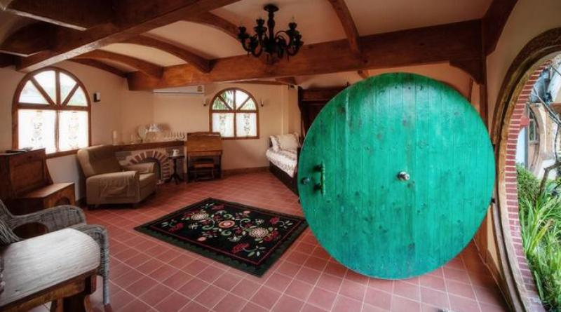 hobbit house feature photo
