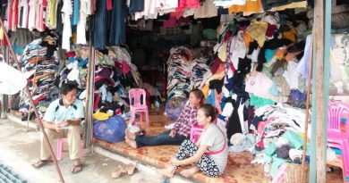 second-hand clothes Rong Kluea market