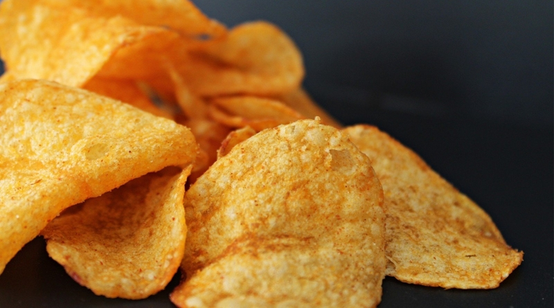 potato-chips-knabberzeug-chips-crispy-01