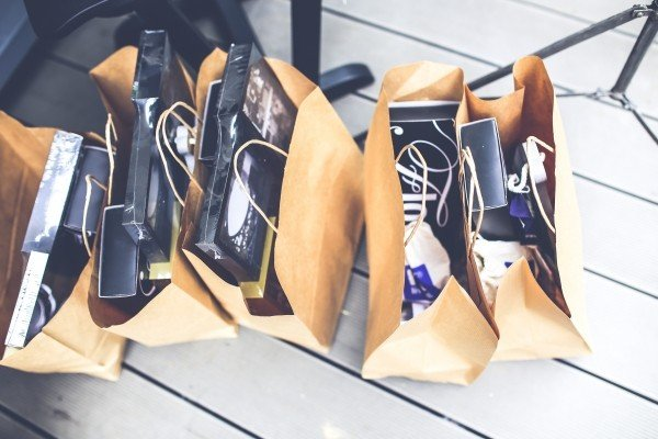 shopping-bags-with-gifts