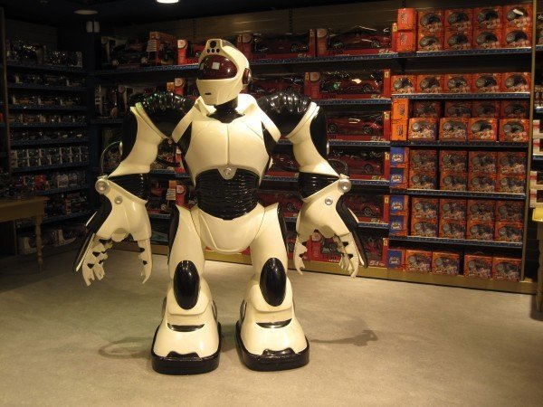 robot-toy-store-giant-machine-futuristic