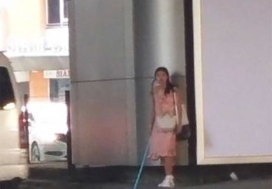 Crazy tourist attacks citizens with PVC pipe in Bangkok.