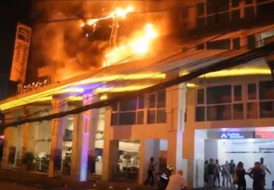 Hundreds flee as hotel in Pattaya catches on Fire.