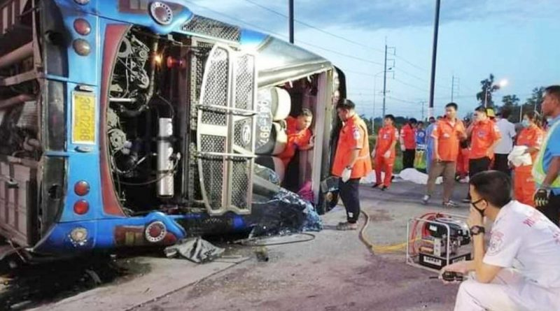 Eight Roi-et volunteers killed in bus crash on way to Pattaya